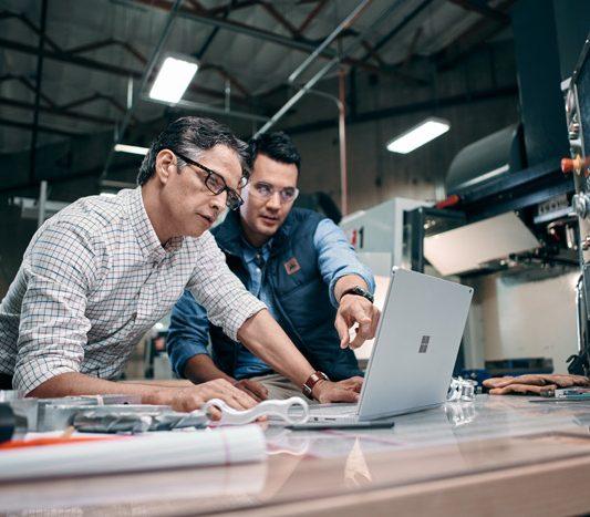 Entwicklung in der industrie mit Surface und Microsoft 365